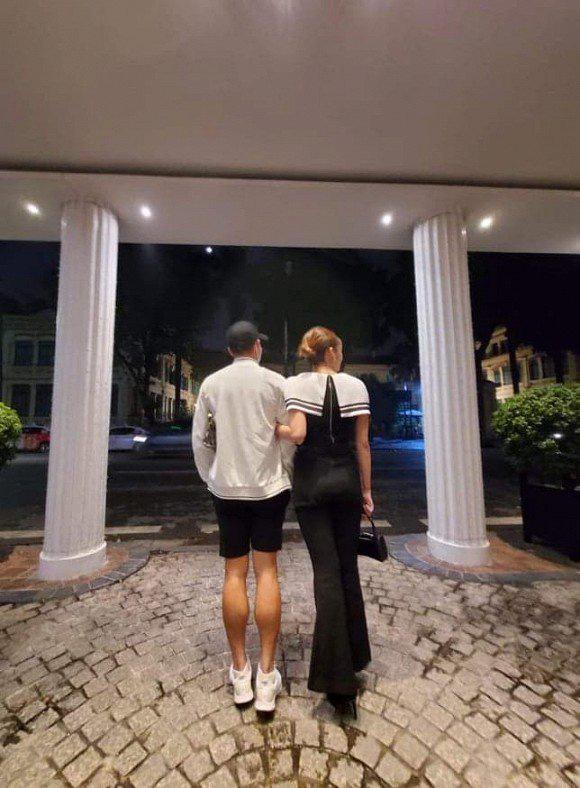 Hoa hậu bị đồn cặp kè tiền đạo Nguyễn Tiến Linh xinh đẹp ra sao? - Ảnh 1.