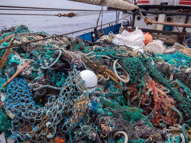 100 tấn rác - phát hiện đau lòng trong đợt thu dọn đại dương lớn nhất lịch sử: Con người đã đối xử quá tàn nhẫn với Trái đất rồi - Ảnh 2.