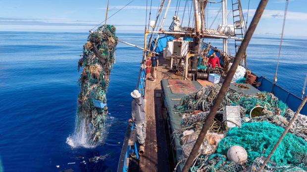 100 tấn rác - phát hiện đau lòng trong đợt thu dọn đại dương lớn nhất lịch sử: Con người đã đối xử quá tàn nhẫn với Trái đất rồi - Ảnh 3.