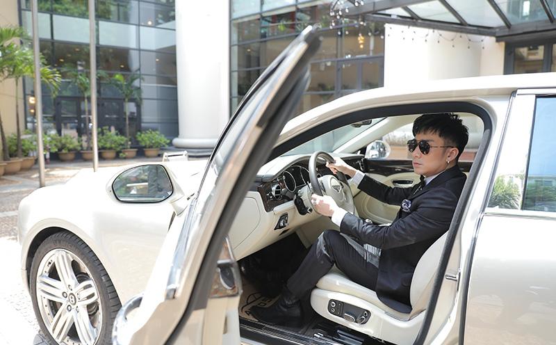 Quang Hà tự lái xế hộp 24 tỷ tới họp báo, tiết lộ mối quan hệ với Jennifer Phạm