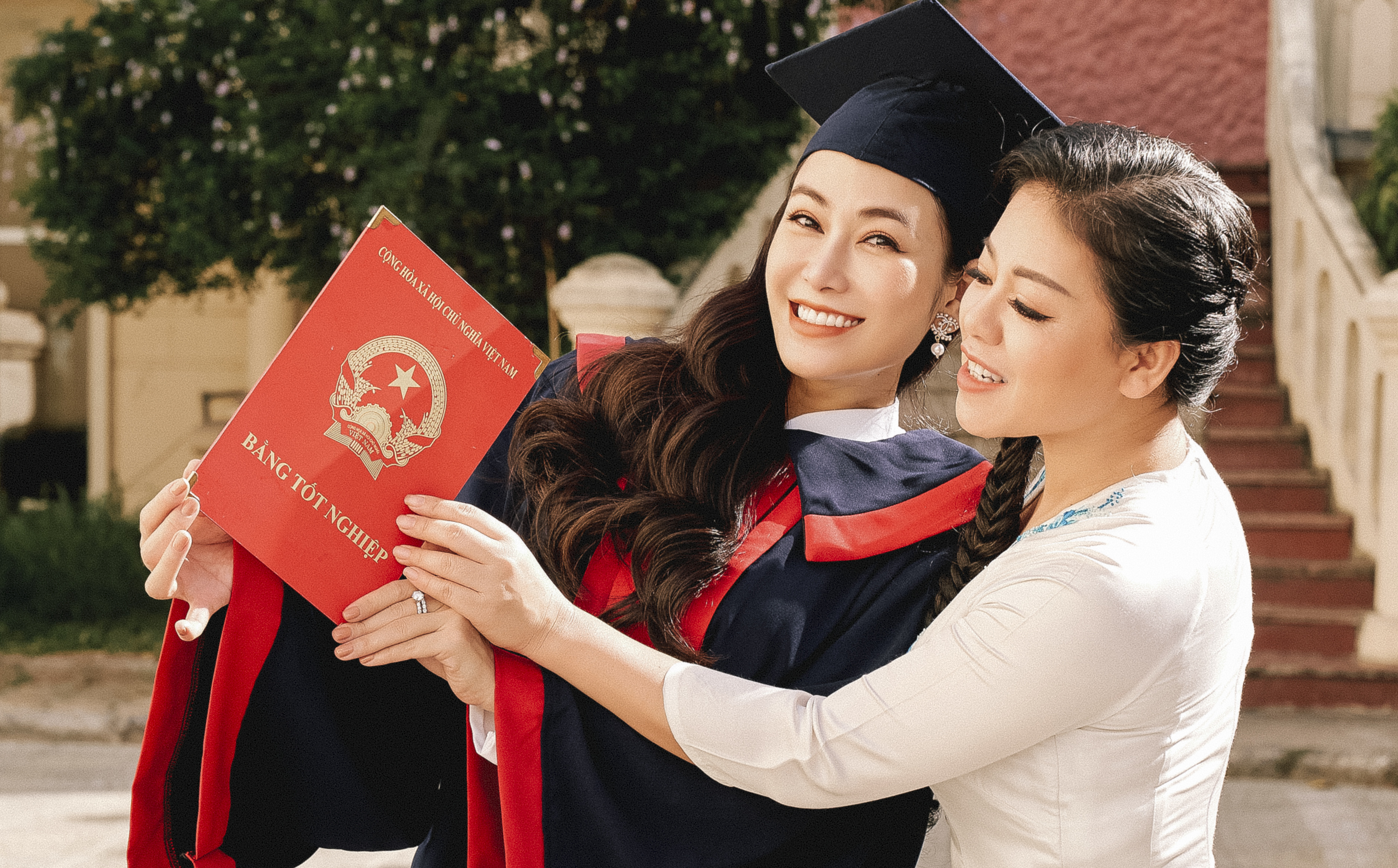 Tuyết Nga tốt nghiệp Học viện Âm nhạc, dành nhiều lời khen cho Anh Thơ