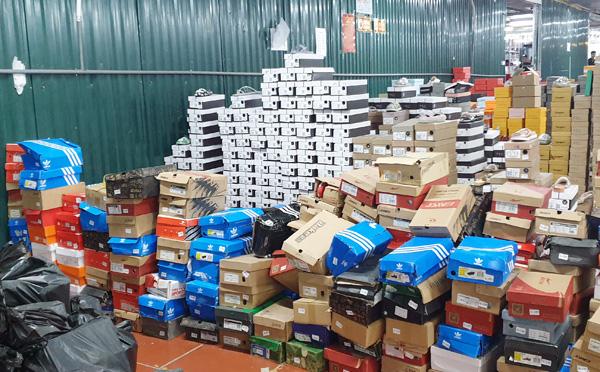 Kho hàng lậu khủng 40 nhân viên chốt đơn: 'Một tháng bán trên 90.000 sản phẩm, doanh thu trên 10 tỷ đồng'