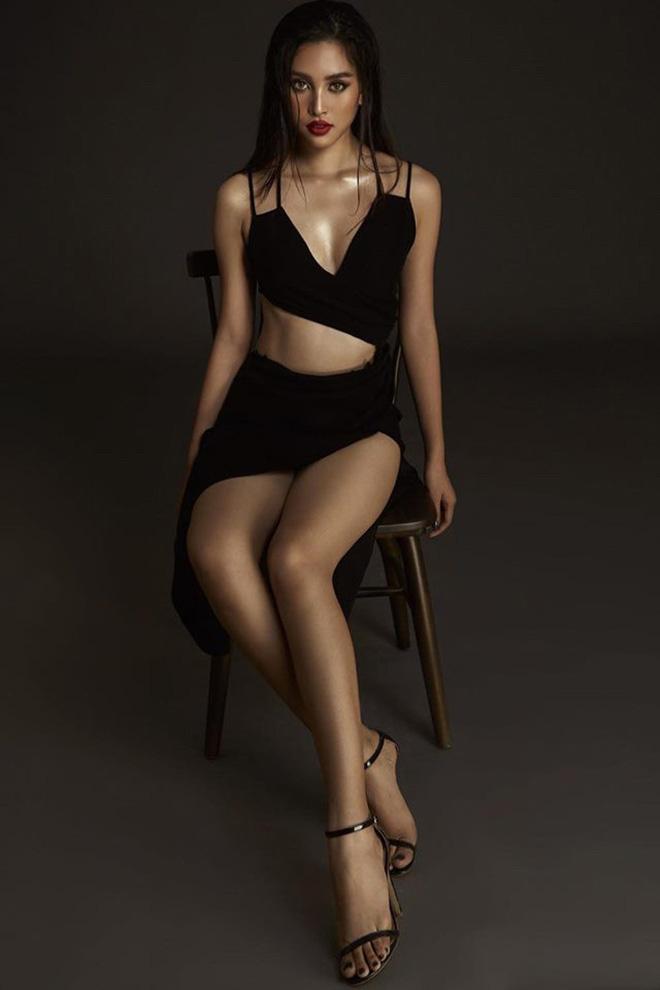 Hoa hậu Trần Tiểu Vy tung ảnh mặc bikini táo bạo - Ảnh 10.