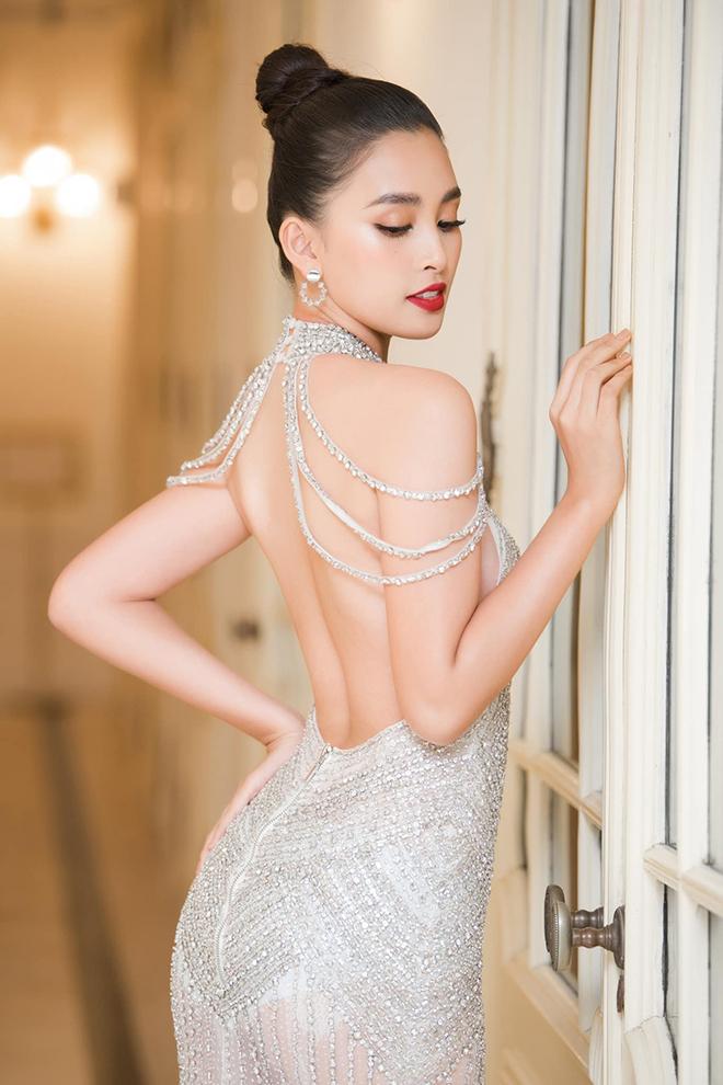 Hoa hậu Trần Tiểu Vy tung ảnh mặc bikini táo bạo - Ảnh 7.