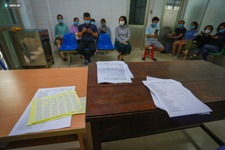 [ẢNH] Bên trong khu xét nghiệm Covid-19 cho người từ Đà Nẵng trở về Sài Gòn - Ảnh 2.