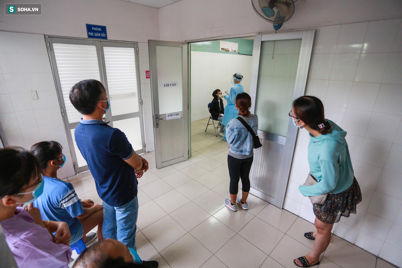 [ẢNH] Bên trong khu xét nghiệm Covid-19 cho người từ Đà Nẵng trở về Sài Gòn - Ảnh 5.