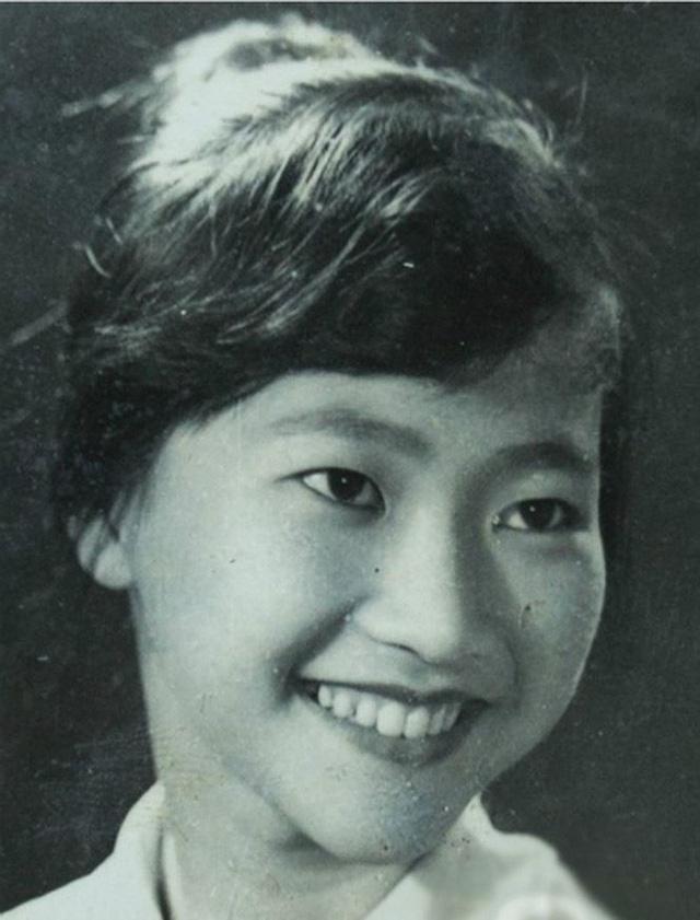 """NSND Như Quỳnh nói về tin đồn sợ đám đông, chấp nhận làm """"bà ngoại bỉm sữa"""" ở tuổi gần 70 - Ảnh 1."""