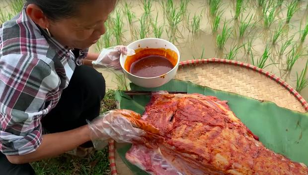 Làm món cũ, Bà Tân Vlog nâng cấp loại sốt cay theo kiểu Hàn Quốc khiến ai xem cũng thèm vì quá hấp dẫn - ảnh 2