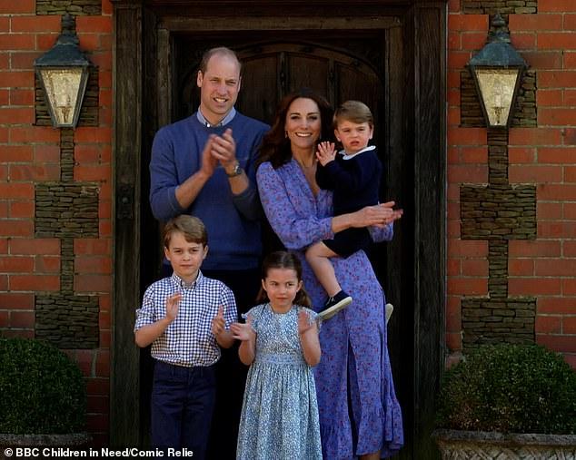 Cùng tưởng nhớ đến Công nương Diana, vợ chồng Hoàng tử William được khen ngợi là tinh tế trong khi nhà Meghan xấu hổ ê chề - Ảnh 1.