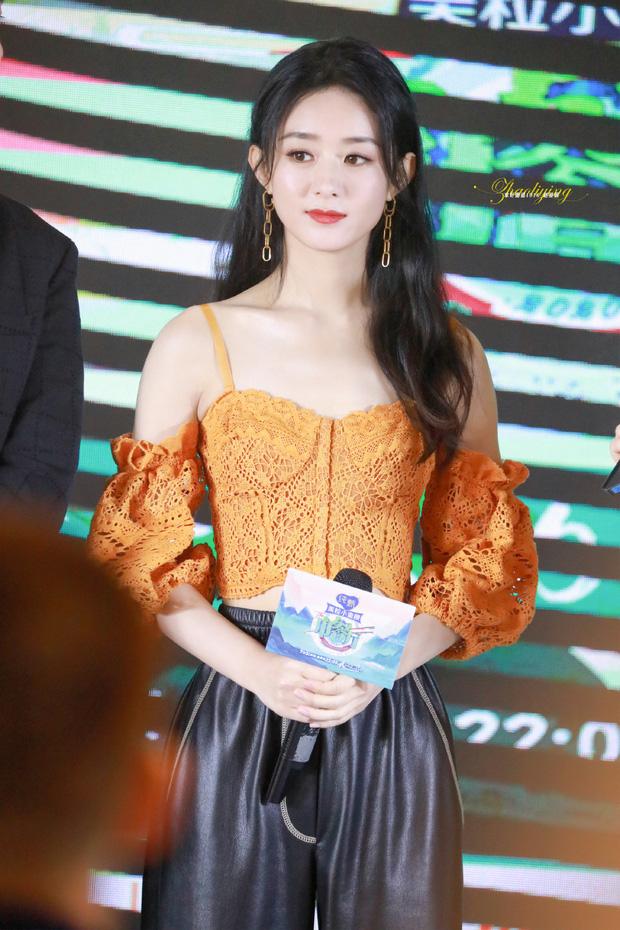 Triệu Lệ Dĩnh lại gây bão Weibo: Nhan sắc chấp cả ảnh team qua đường, Angela Baby - Dương Mịch hãy dè chừng - Ảnh 2.