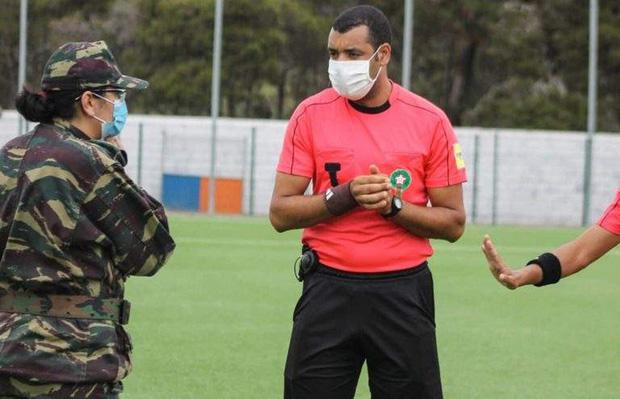 Quân đội bất ngờ lao vào sân buộc dừng trận đấu, lý do đưa ra đều khiến tất cả đồng tình - Ảnh 2.