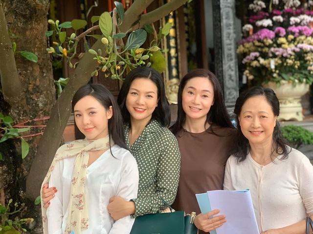 """NSND Như Quỳnh nói về tin đồn sợ đám đông, chấp nhận làm """"bà ngoại bỉm sữa"""" ở tuổi gần 70 - Ảnh 3."""