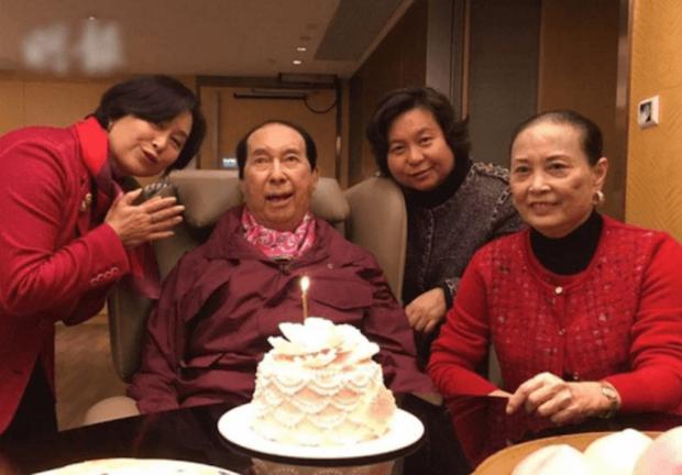 Con gái nhạt nhòa của Vua sòng bài Macau: Đời tư kín tiếng, giỏi giang không thua kém hai chị, lớn tuổi vẫn lẻ bóng một mình - Ảnh 4.