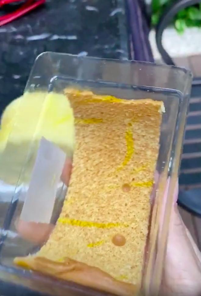 Tưởng mua được cái bánh bông lan ngon lành, đến lúc mở hộp ra cô gái mới vỡ mộng vì cảnh tượng trước mặt - ảnh 5