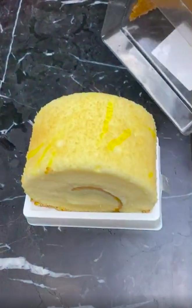 Tưởng mua được cái bánh bông lan ngon lành, đến lúc mở hộp ra cô gái mới vỡ mộng vì cảnh tượng trước mặt - ảnh 6