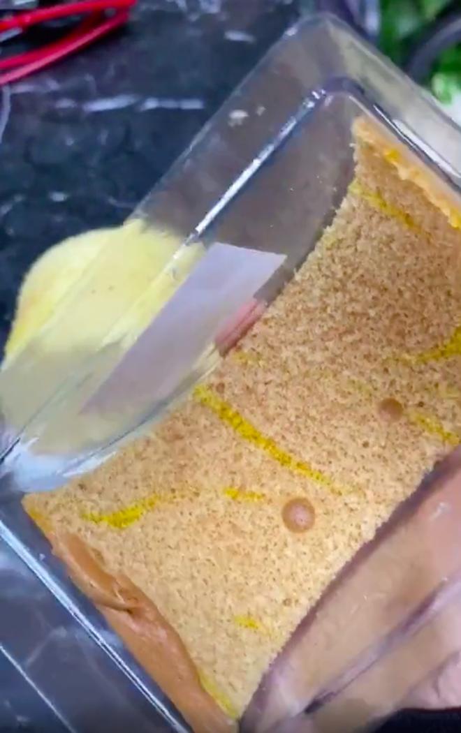 Tưởng mua được cái bánh bông lan ngon lành, đến lúc mở hộp ra cô gái mới vỡ mộng vì cảnh tượng trước mặt - ảnh 7