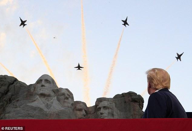 Tôi bắt đầu cười nhưng ông Trump thì không: Dân Mỹ bối rối vì TT Trump muốn khắc mặt lên núi Rushmore - Ảnh 1.