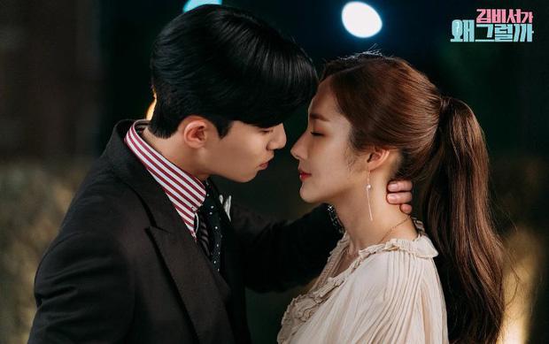Cảnh hôn gây đỏ mặt của Park Seo Joon - Park Min Young trong phim Thư ký Kim đạt 100 triệu view, fan réo gọi làm phần 2 - Ảnh 4.