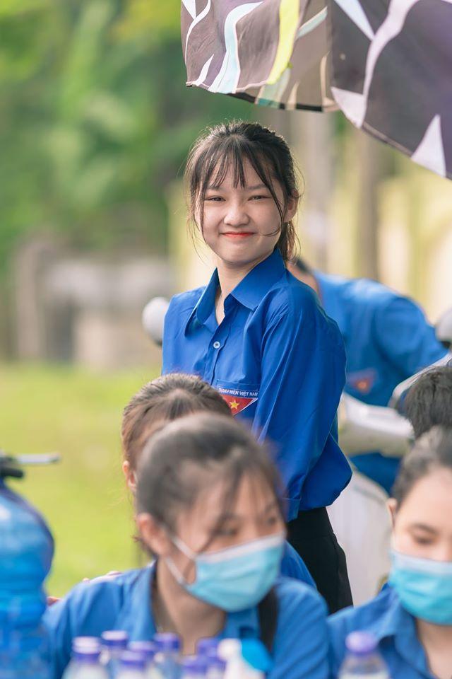 Nữ sinh Nghệ An gây chú ý vì cái nhăn mặt xinh đẹp trong kỳ thi tốt nghiệp THPT 2020 - Ảnh 1.