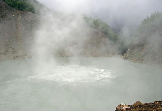 Vén màn bí mật những hồ nước tử thần tại Châu Phi - Ảnh 2.