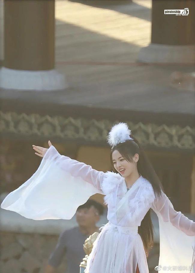 Mỹ nữ đẹp nhất Trung Quốc Dương Siêu Việt bị chê là truyền nhân diễn dở đáng xấu hổ của Angelababy - Ảnh 3.