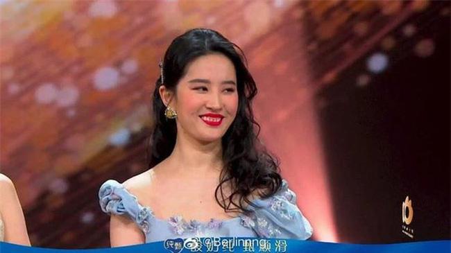Lưu Diệc Phi lộ ảnh cũ kém duyên, nhan sắc bị chê không thương tiếc - ảnh 4