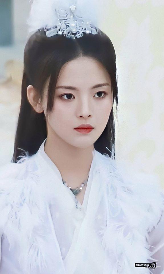 Mỹ nữ đẹp nhất Trung Quốc Dương Siêu Việt bị chê là truyền nhân diễn dở đáng xấu hổ của Angelababy - Ảnh 4.