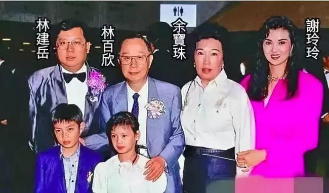 Câu chuyện trả thù chồng và nhân tình nổi tiếng Cbiz: Bị Vương Tổ Hiền cướp chồng, Tạ Linh Linh ôm 5 con bước khỏi cổng hào môn, trở thành nữ tỷ phú giàu bậc nhất làng giải trí - Ảnh 5.