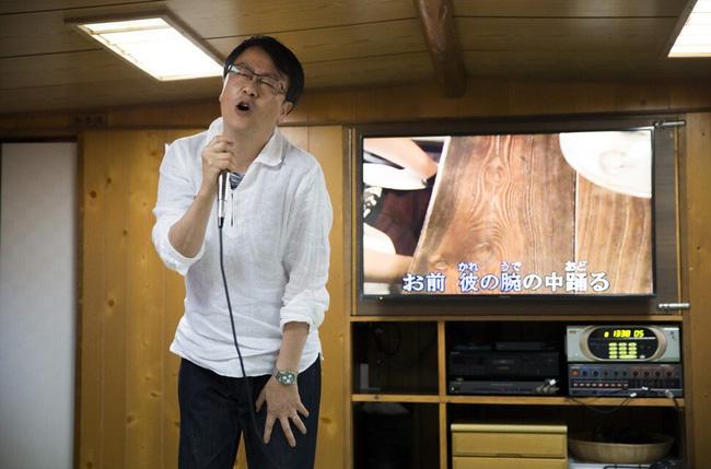 Cha đẻ của máy karaoke: Tuổi thơ suýt sống đời thực vật, giúp thế giới thỏa mãn đam mê ca hát và mất hơn 2 nghìn tỷ vẫn tươi cười - Ảnh 5.