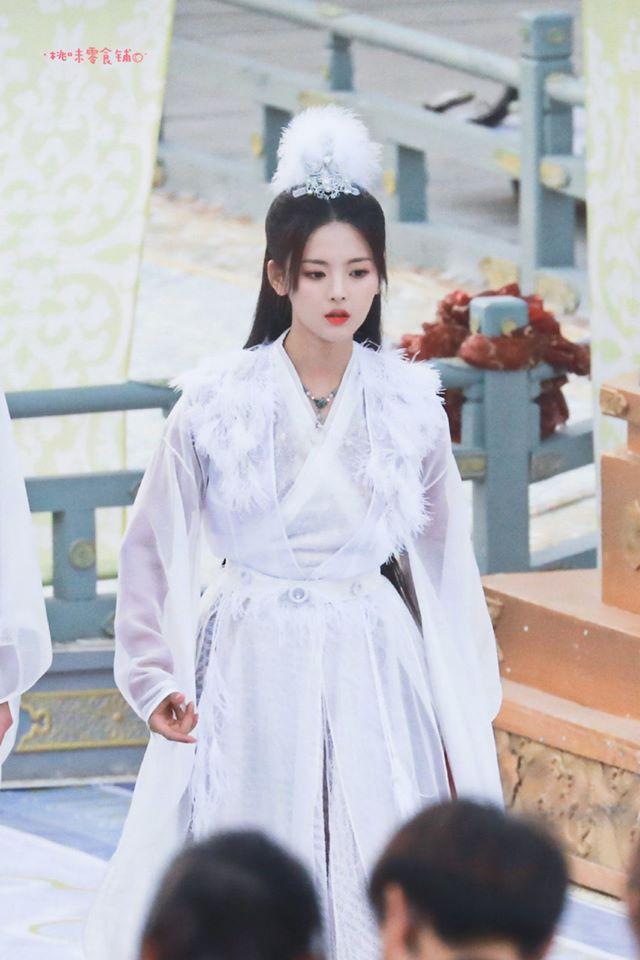 Mỹ nữ đẹp nhất Trung Quốc Dương Siêu Việt bị chê là truyền nhân diễn dở đáng xấu hổ của Angelababy - Ảnh 5.