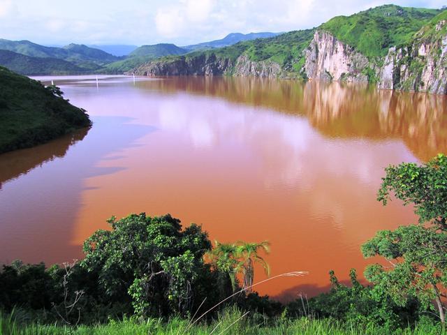 Vén màn bí mật những hồ nước tử thần tại Châu Phi - Ảnh 6.