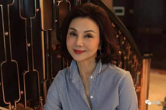 Câu chuyện trả thù chồng và nhân tình nổi tiếng Cbiz: Bị Vương Tổ Hiền cướp chồng, Tạ Linh Linh ôm 5 con bước khỏi cổng hào môn, trở thành nữ tỷ phú giàu bậc nhất làng giải trí - Ảnh 7.