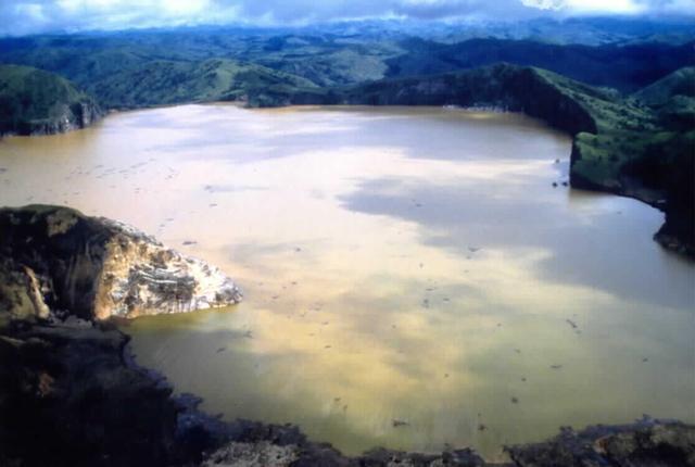 Vén màn bí mật những hồ nước tử thần tại Châu Phi - Ảnh 8.