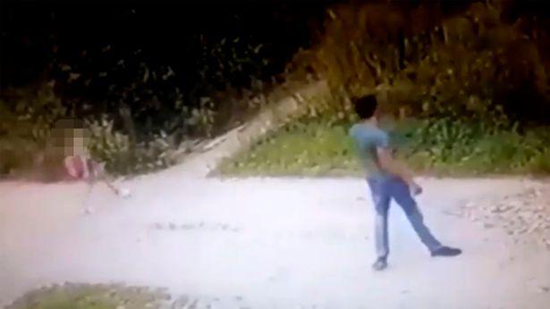 Cô bé 9 tuổi bị 1 người đàn ông lạ đi theo, những gì hắn làm sau đó khiến ai cũng kinh sợ - Ảnh 1.