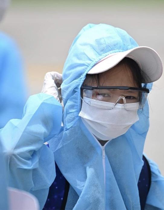[ẢNH] Chuyến bay đầu tiên đưa 207 người mắc kẹt ở tâm dịch Đà Nẵng về tới Hà Nội - Ảnh 9.