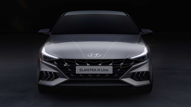 Hyundai bỏ bớt phiên bản Elantra ế khách, tập trung cho SUV hot như Kona và Santa Fe - Ảnh 1.