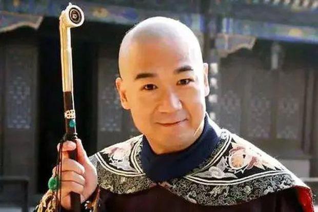 Xót xa hình ảnh Càn Long Trương Quốc Lập tiều tụy, phải có người dìu đỡ, vất vả đi làm 18 giờ/ngày ở tuổi 65 - Ảnh 4.