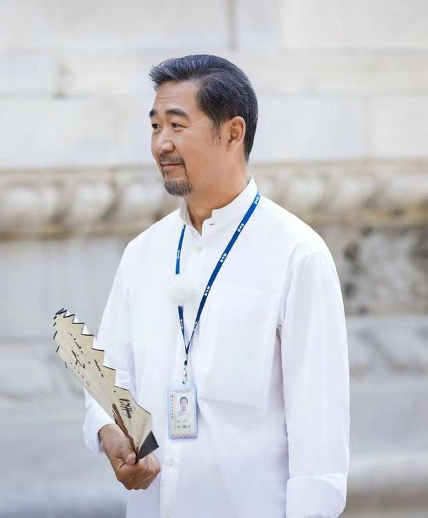 Xót xa hình ảnh Càn Long Trương Quốc Lập tiều tụy, phải có người dìu đỡ, vất vả đi làm 18 giờ/ngày ở tuổi 65 - Ảnh 6.