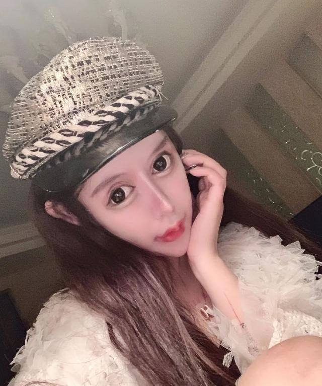 Dân tình khiếp vía khi nhìn gương mặt mẫu nữ Trung Quốc 16 tuổi sau 70 lần phẫu thuật thẩm mỹ - Ảnh 7.