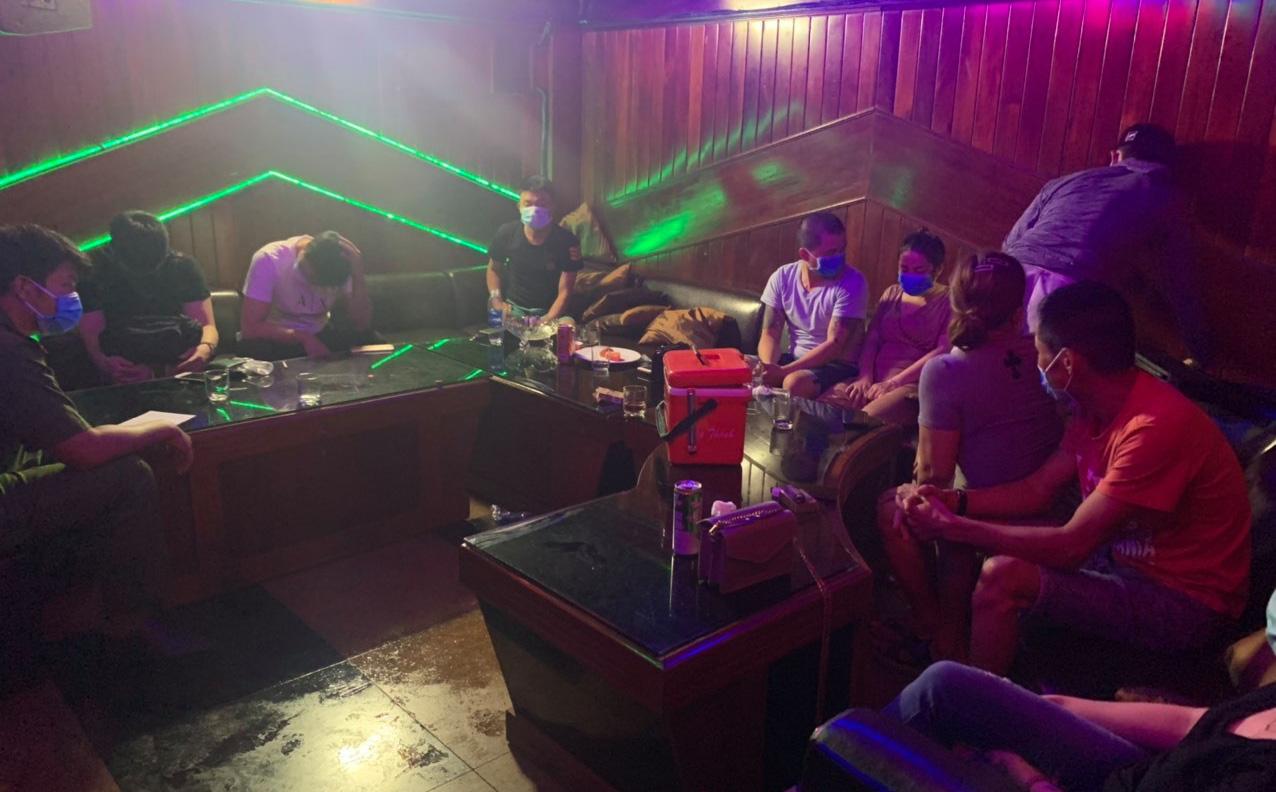 Mở tiệc ma tuý trong quán karaoke Không Gian Xưa bất chấp lệnh cách ly xã hội