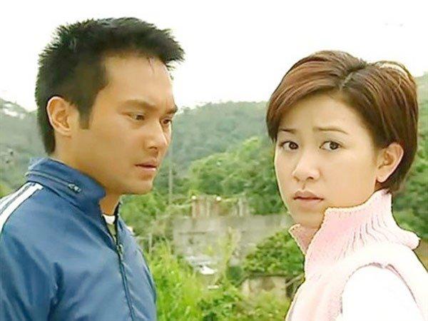 """Vụ đánh ghen ồn ào của hai """"nàng Hậu"""" Hong Kong: Xa Thi Mạn bị """"bà cả"""" tới tận phim trường dằn mặt, run rẩy khi bị chỉ mặt gọi là """"hồ ly tinh cướp chồng""""? - Ảnh 2."""