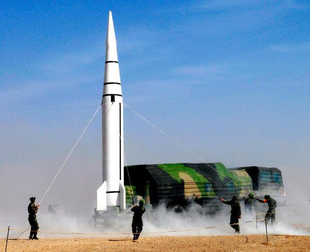 Vén màn kỹ xảo ngụy trang của lực lượng tên lửa Trung Quốc: Điều gì khiến Mỹ lo sợ? - Ảnh 2.