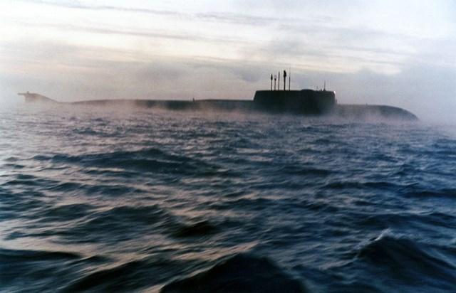 Nhìn lại 20 năm sau thảm họa tàu ngầm Kursk - Ảnh 1.