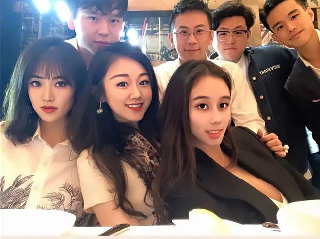Rich kid trong Bộ 3 Thiên Kim: Bạn thân con gái út Vua sòng bài Macau, xinh đẹp giàu có nhưng sống giản dị, có nhiều mối quan hệ trong showbiz - Ảnh 1.