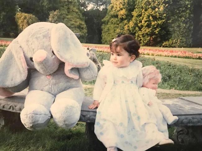 Nàng công chúa Dubai từng gây bão cộng đồng mạng bởi vẻ ngoài đẹp như thiên thần giờ đã trưởng thành với ngoại hình sáng chói - Ảnh 1.