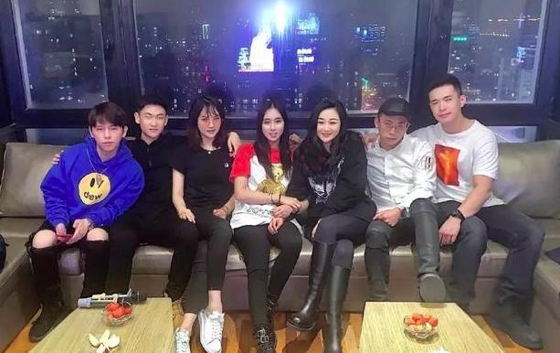 Rich kid trong Bộ 3 Thiên Kim: Bạn thân con gái út Vua sòng bài Macau, xinh đẹp giàu có nhưng sống giản dị, có nhiều mối quan hệ trong showbiz - Ảnh 11.