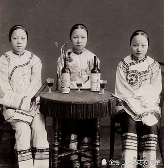 Loạt ảnh cuộc sống quyền quý của phụ nữ thời nhà Thanh: Người xúng xính quần áo đi chụp hình, kẻ họp mặt tán gẫu cùng hội chị em - Ảnh 5.
