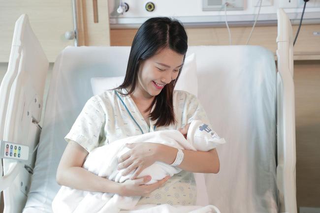 Hoàng Oanh lần đầu tiên công khai khoe con trai đầu lòng, tiết lộ quá trình vượt cạn thần tốc khi không có chồng bên cạnh - ảnh 2