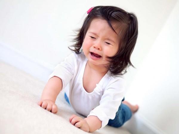 Khi con bước vào giai đoạn khủng hoảng tuổi lên 2, đây là những cách để cha mẹ dập tắt các cơn ăn vạ dễ dàng - Ảnh 1.