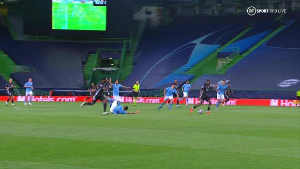 Fan Man City bức xúc, tố VAR và trọng tài đã đá bay đội nhà khỏi Champions League - Ảnh 1.